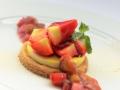 Sablé Fraise, crème brûlée et Compotée de Rhubarbe 1